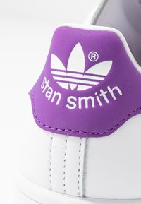 adidas Originals - STAN SMITH - Sneakersy niskie - footwear white/active purple - 2
