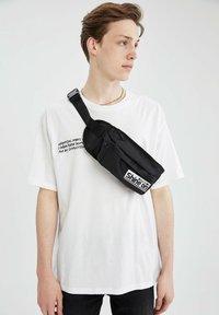 DeFacto - Bum bag - black - 0
