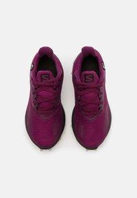 Salomon - ALPHACROSS BLAST CSWP UNISEX - Zapatillas de senderismo - plum caspia/black/purple heather - 3