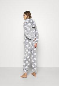 Loungeable - HEART LUXURY HOODED ONESIE - Pyjama - grey - 2