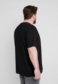 Urban Classics - BASIC TEE PLUS SIZE - T-shirt basic - black - 2