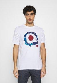 Ben Sherman - PLECTRUM TARGET TEE - Print T-shirt - white - 0