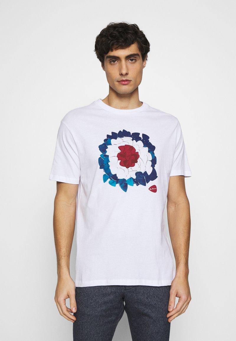 Ben Sherman - PLECTRUM TARGET TEE - Print T-shirt - white