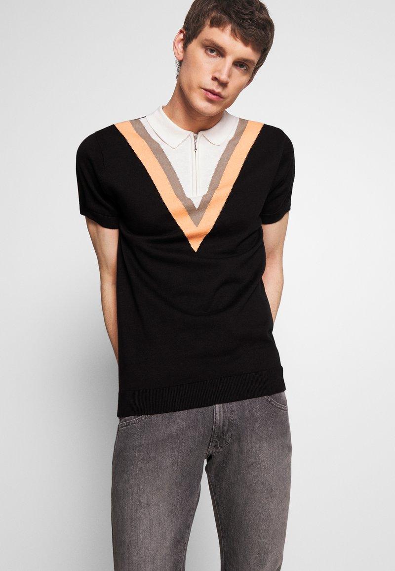 Bellfield - CHEVRON COLOUR BLOCK POLO - Polo shirt - black