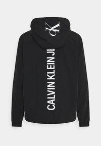 Calvin Klein Jeans - VERTICAL LOGO  - Giacca leggera - black - 1