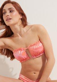 Tezenis - MIT RAFFUNG GLOSSY - Bikini top - rosa nude - 3
