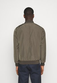 Burton Menswear London - CORE MILITARY - Bomber Jacket - green - 2
