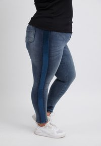 No.1 by Ox - GLITTERY - Slim fit jeans - mid blue - 3