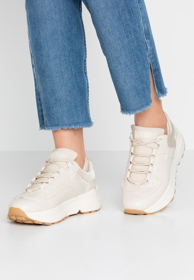 ROUNDED CHUNKY TRAINERS - Baskets basses - nude
