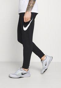 Nike Performance - TAPER - Träningsbyxor - black/white - 3