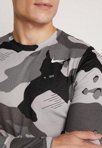 Nike Performance - CAMO - Funktionströja - smoke grey - 5