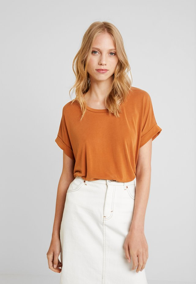KAJSA - Camiseta básica - leather brown