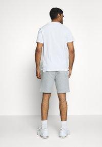Tommy Sport - PRINTED SHORT - Korte broeken - grey - 2