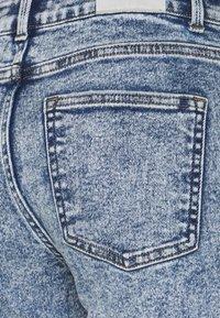 ONLY Petite - ONLERICA LIFE - Jeans straight leg - light medium blue denim - 3