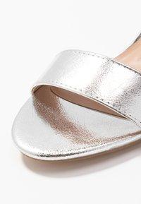 Anna Field - Sandaalit nilkkaremmillä - silver - 2