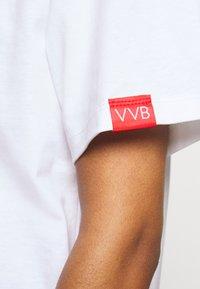 Victoria Victoria Beckham - RAINBOW - Print T-shirt - white - 6