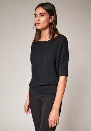 MIT FLEDERMAUSÄRMELN - Basic T-shirt - black