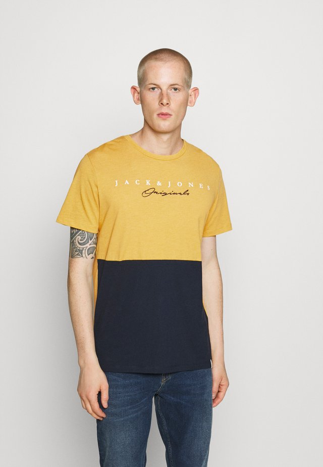 JORSTATION - Print T-shirt - spicy mustard