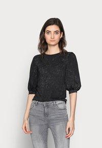 ONLY Tall - ONLLUCILLA LIFE  - T-shirt med print - black - 0