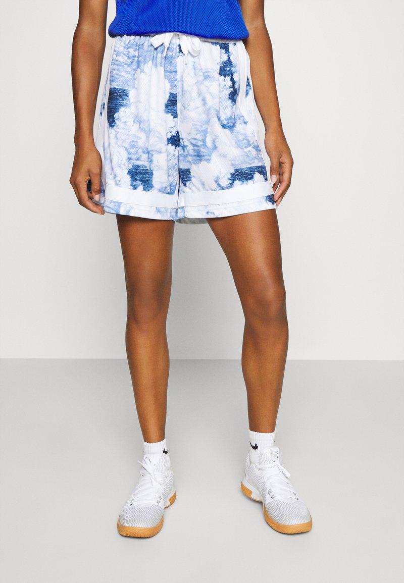 Nike Performance - FLY CROSSOVER SHORT - Sports shorts - hyper royal/white/white