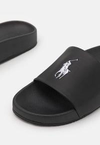 Polo Ralph Lauren - CAYSON UNISEX - Pantofle - black/white - 5
