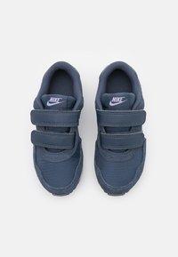 Nike Sportswear - MD VALIANT UNISEX - Baskets basses - thunder blue/purple pulse/white - 3