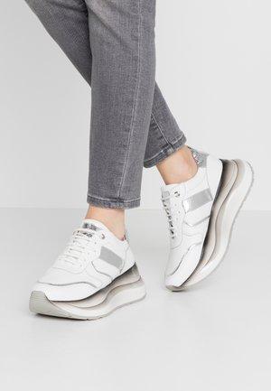 Sneakers - bianco