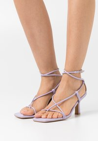 Missguided - STRAPPY TOE MID HEEL  - T-bar sandals - lilac - 0