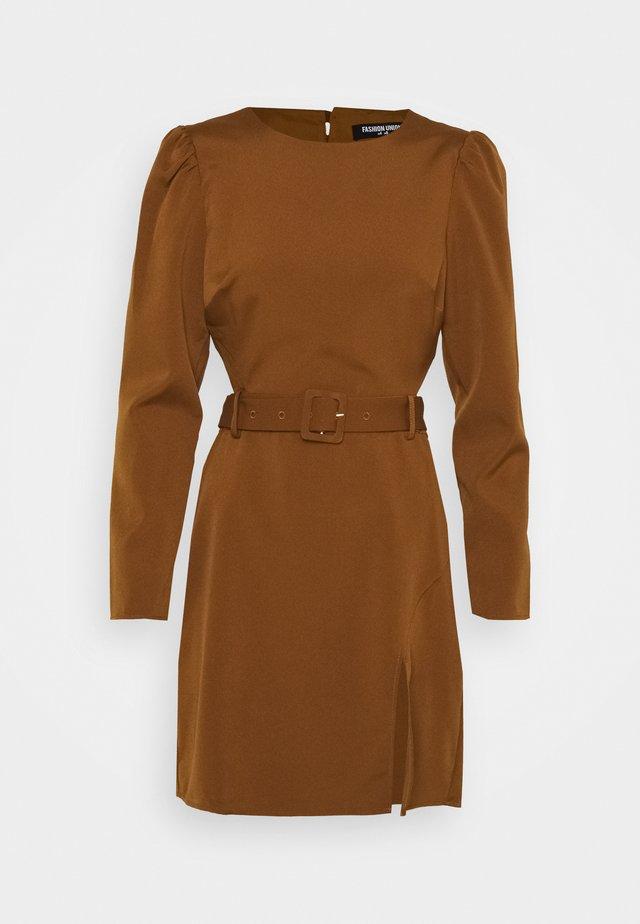 BUD DRESS - Denní šaty - brown