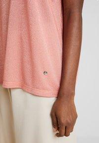Mos Mosh - KAY TEE - Print T-shirt - sugar coral - 5