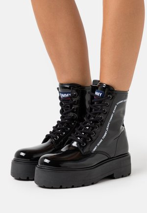 LACE UP BOOT - Platåstøvletter - black