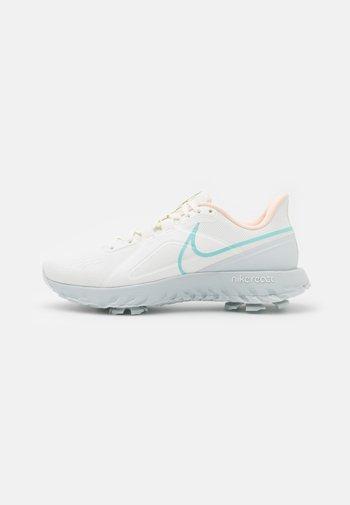 REACT INFINITY PRO - Zapatos de golf - sail/light dew/crimson tint/photon dust