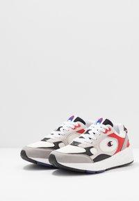 Champion - LOW CUT SHOE LEXINGTON - Sports shoes - offwhite/grey/red - 2
