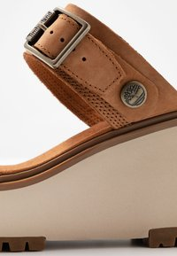 Timberland - KORALYN BAND WEDGE - Pantolette hoch - rust - 2
