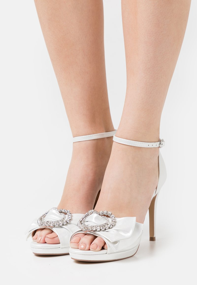 Lulipa London - JOJO - Korkeakorkoiset sandaalit - white shimmer