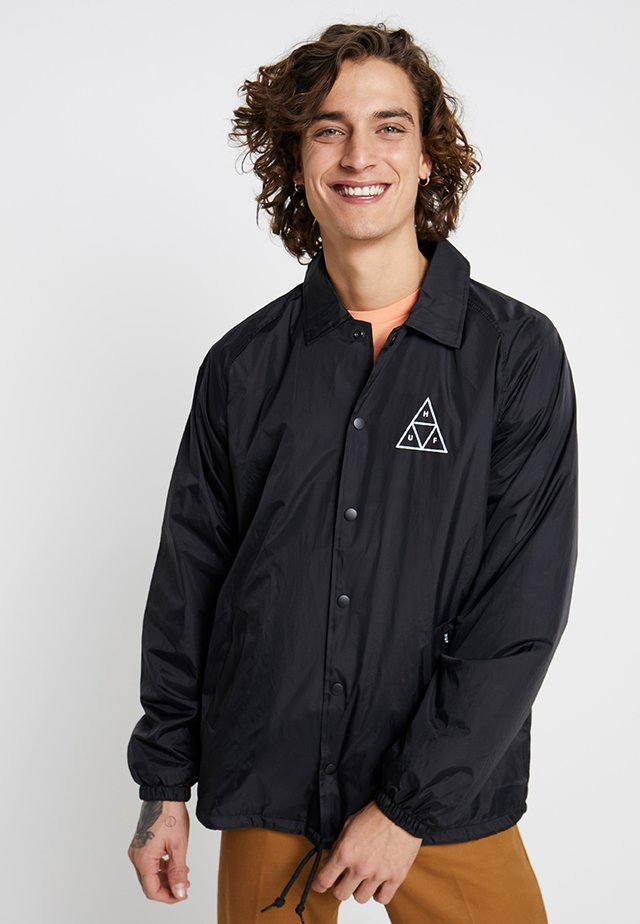 ESSENTIALS COACHES JACKET - Tunn jacka - black