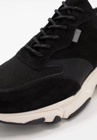 Pregis - KAYO - Sneaker low - black/white - 5