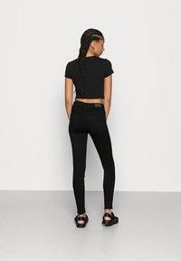 ONLY - ONLBLUSH MID RAW - Jeans Skinny Fit - black denim - 2