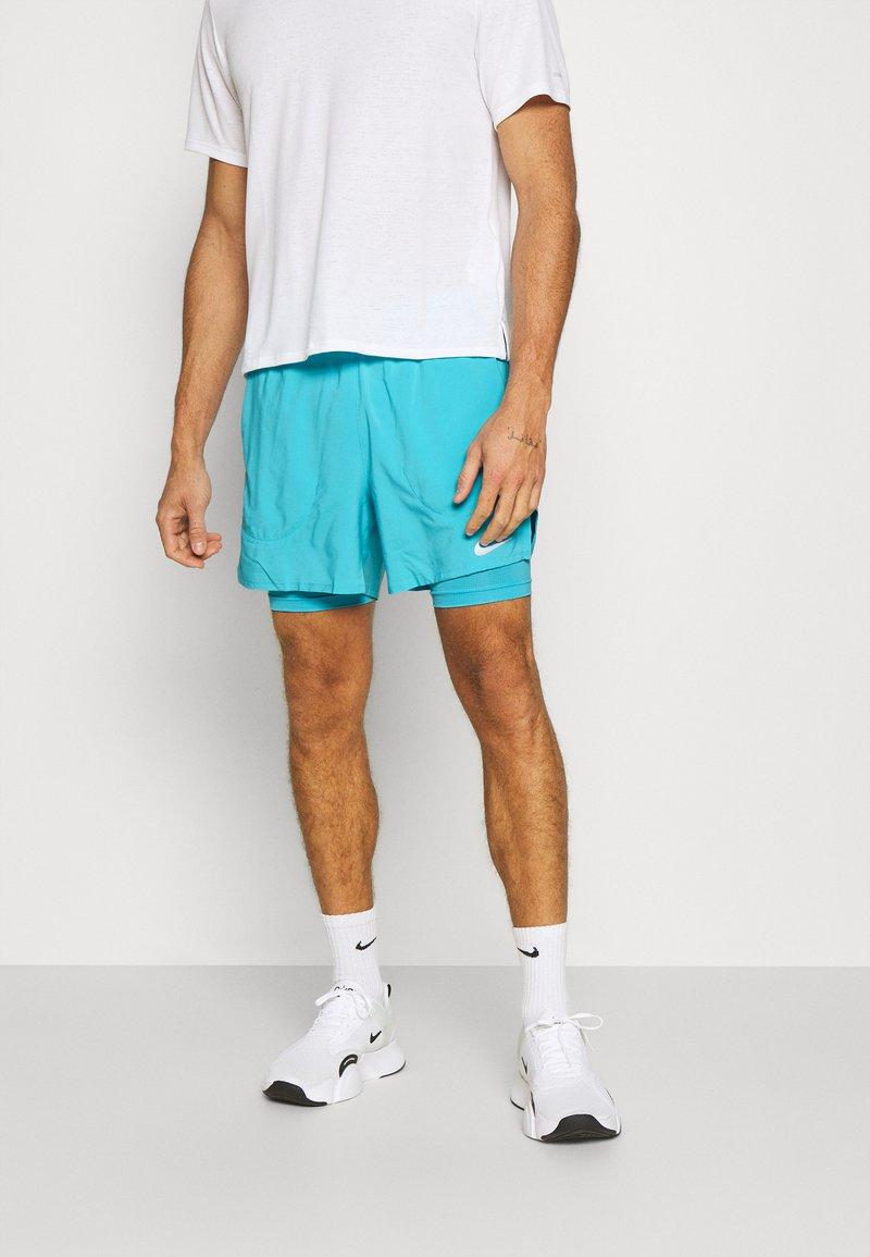Nike Performance - STRIDE SHORT - Sportovní kraťasy - chlorine blue/silver