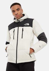 The North Face - HIMALAYAN LIGHT HOODIE - Gewatteerde jas - off-white - 0