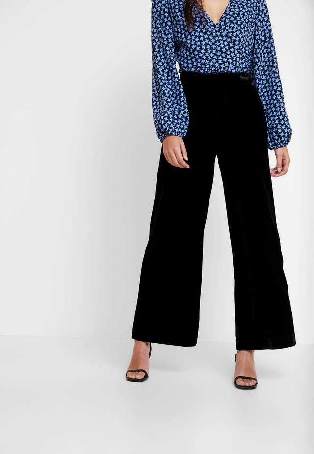 TROUSERS FREIDA - Broek - black