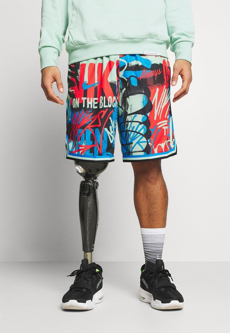 Nike Performance - DNA SHORT CITY EXPLORATION SERIES - Pantaloncini sportivi - enamel green