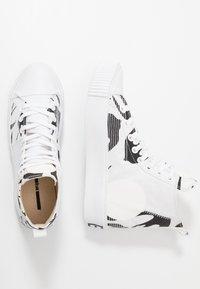 McQ Alexander McQueen - PLIMSOLL PLATFORM - High-top trainers - white/black - 1