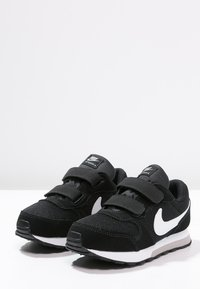 Nike Sportswear - MD RUNNER  - Zapatillas - black/white/wolf grey - 2