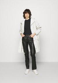 Calvin Klein Jeans - LOGO TRIM TEE - Print T-shirt - black - 1