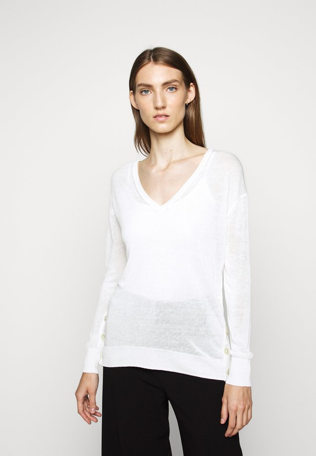 SIDE BUTTON V NECK - Strikpullover /Striktrøjer - ivory