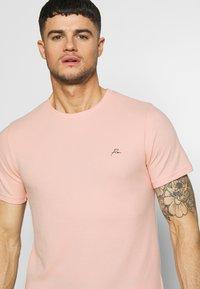 Jack & Jones PREMIUM - JPRBLAFRANCO TEE - T-shirt print - evening sand - 4