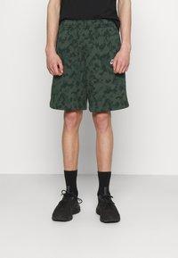 Nike Sportswear - CLUB CAMO - Shorts - galactic jade/white - 0