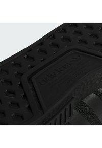adidas Originals - PHARRELL WILLIAMS NMD_R1 - Joggesko - core black - 8