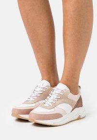 Bullboxer - Sneakersy niskie - pink - 0